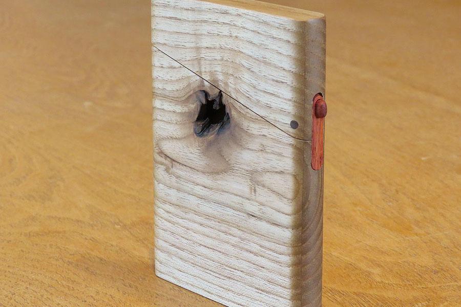 木の名刺入れ:キハダ(穴あき)
